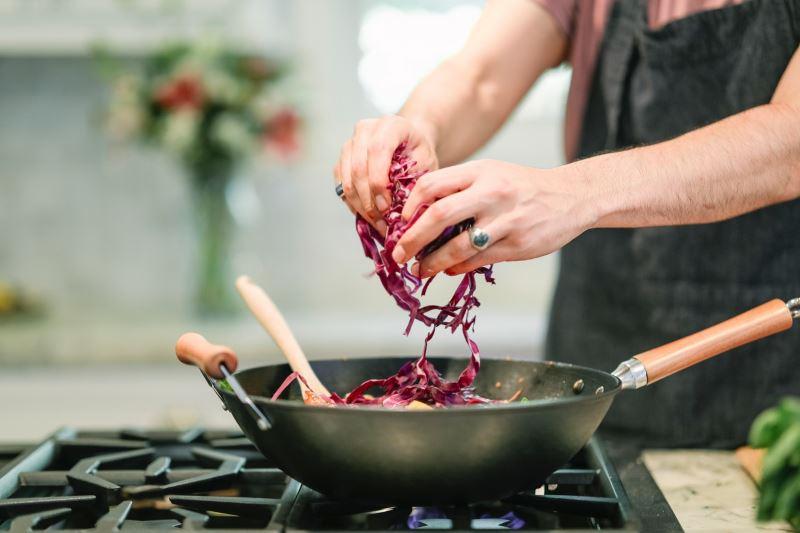 Evita i piatti pronti: cucinare conviene ed è divertente