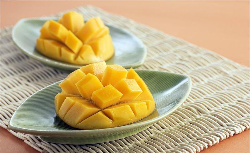 Mango tagliato a cubetti