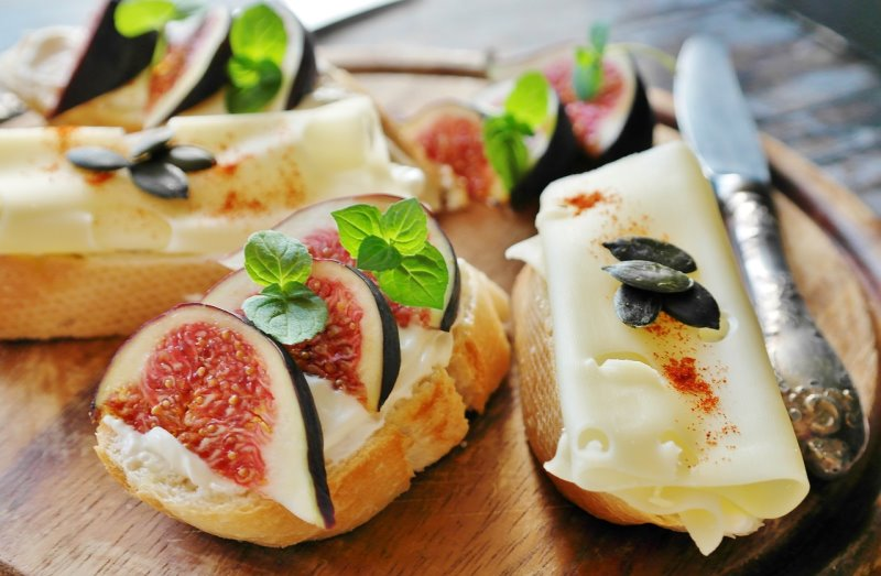 Bruschette con fichi e formaggio