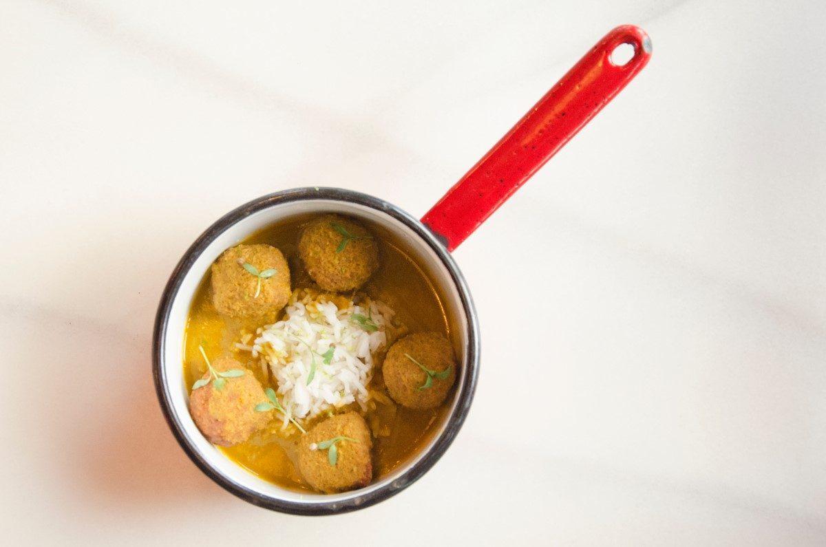 Polpette di zucca con riso basmati e salsa alla curcuma