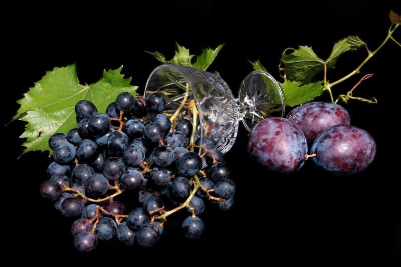 Uva e prugne viola