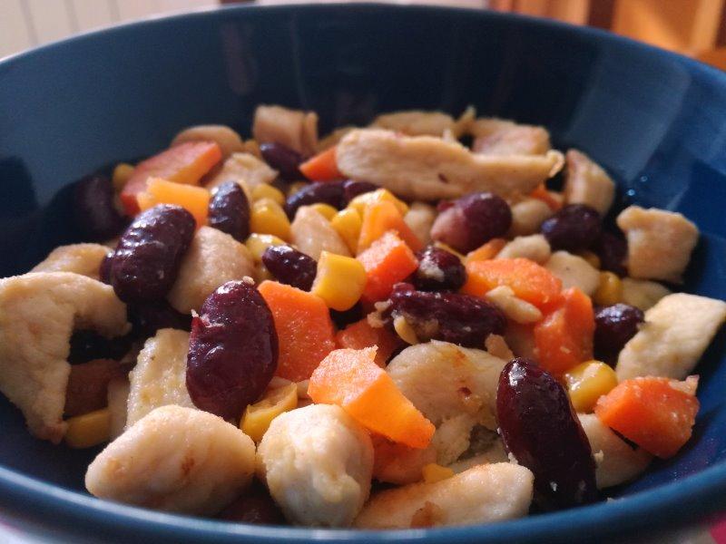 Ricetta di insalata di pollo, fagioli rossi e mais