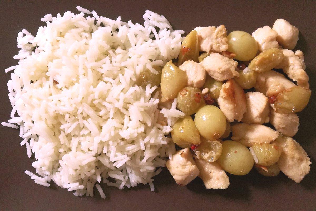 Filetti di pollo all'uva con lime e pepe rosa