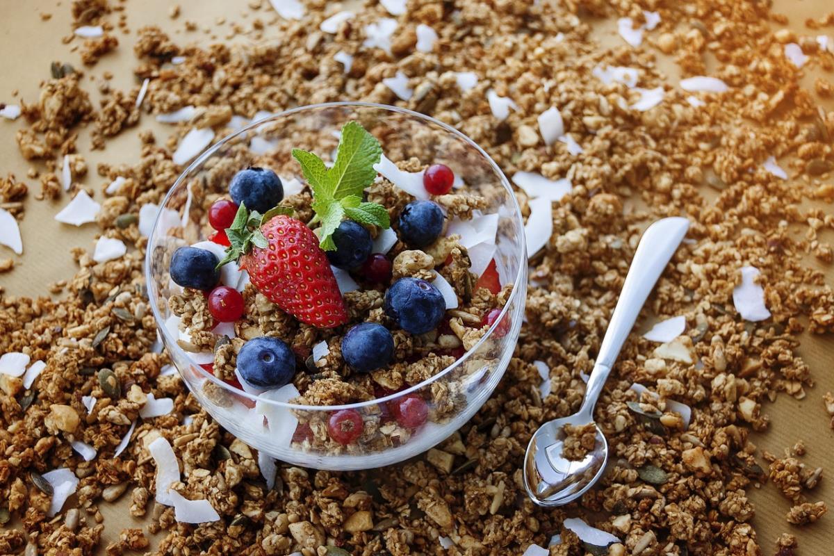 Cibi brucia colesterolo: quali alimenti lo abbassano?