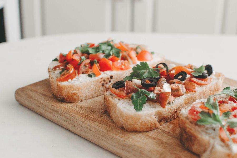 Bruschette pomodori e olive