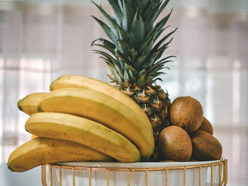 Ananas, banane e kiwi