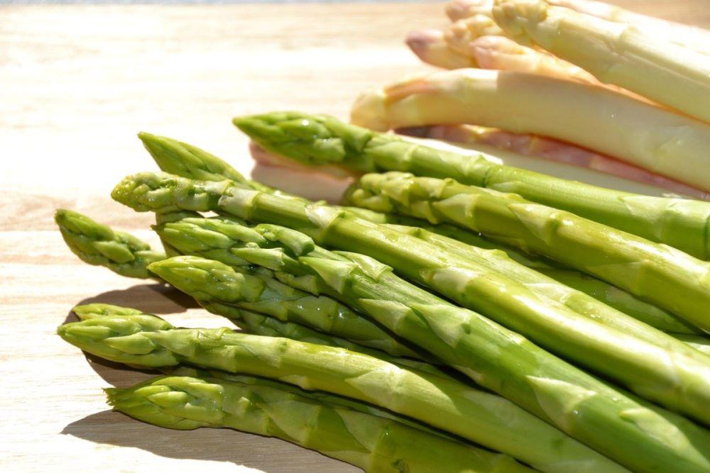 Asparagi verdi e asparagi bianchi