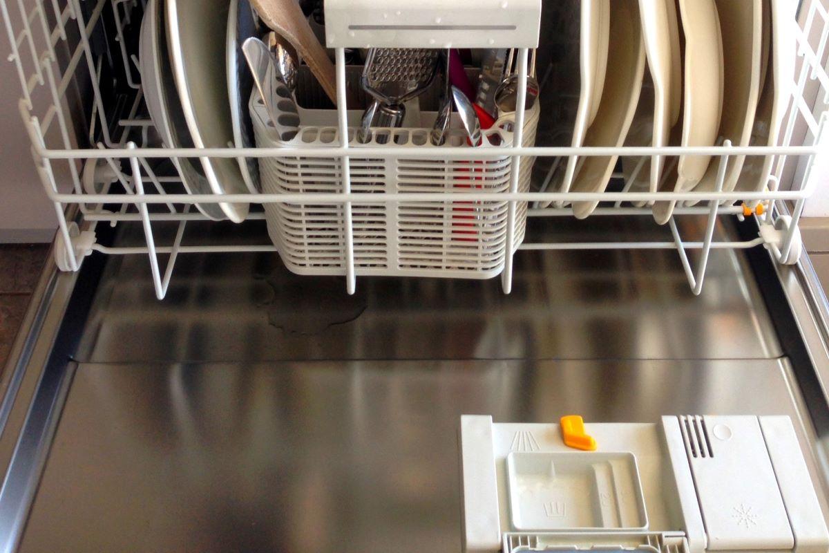 Detersivi per lavastoviglie: meglio pastiglie, liquidi o in polvere?
