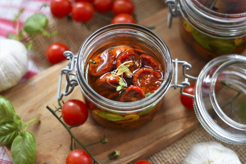 Pomodori sott'olio con erbe aromatiche