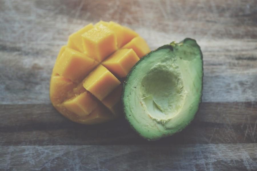 Frutta estiva: mango e avocado
